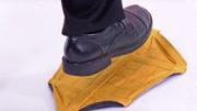 自动包裹鞋套,踩一下一秒上脚,不用弯腰像在变魔术