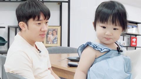 夫妻组 王祖蓝父女同款拍肚皮 预言12岁被女儿身高压制